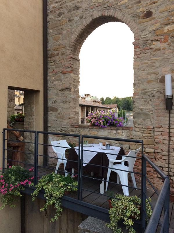 A cena fra le mura